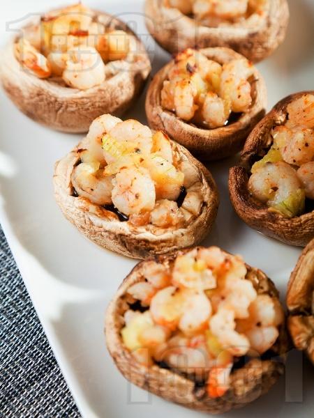 Коктейлни парти хапки - пълнени гъби печурки със скариди - снимка на рецептата